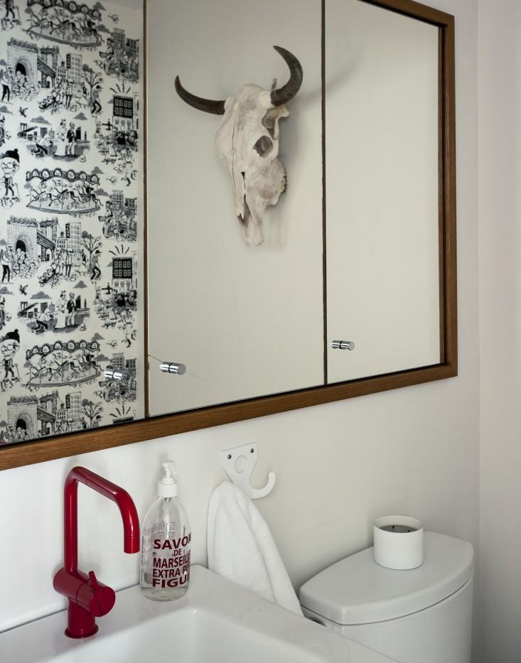 Cobble-Hill-duplex-by-Oliver-Freundlich-powder-room-Remodelista.jpg