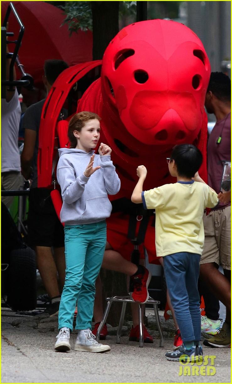 clifford-the-big-red-dog-movie-set-photos-07.jpg