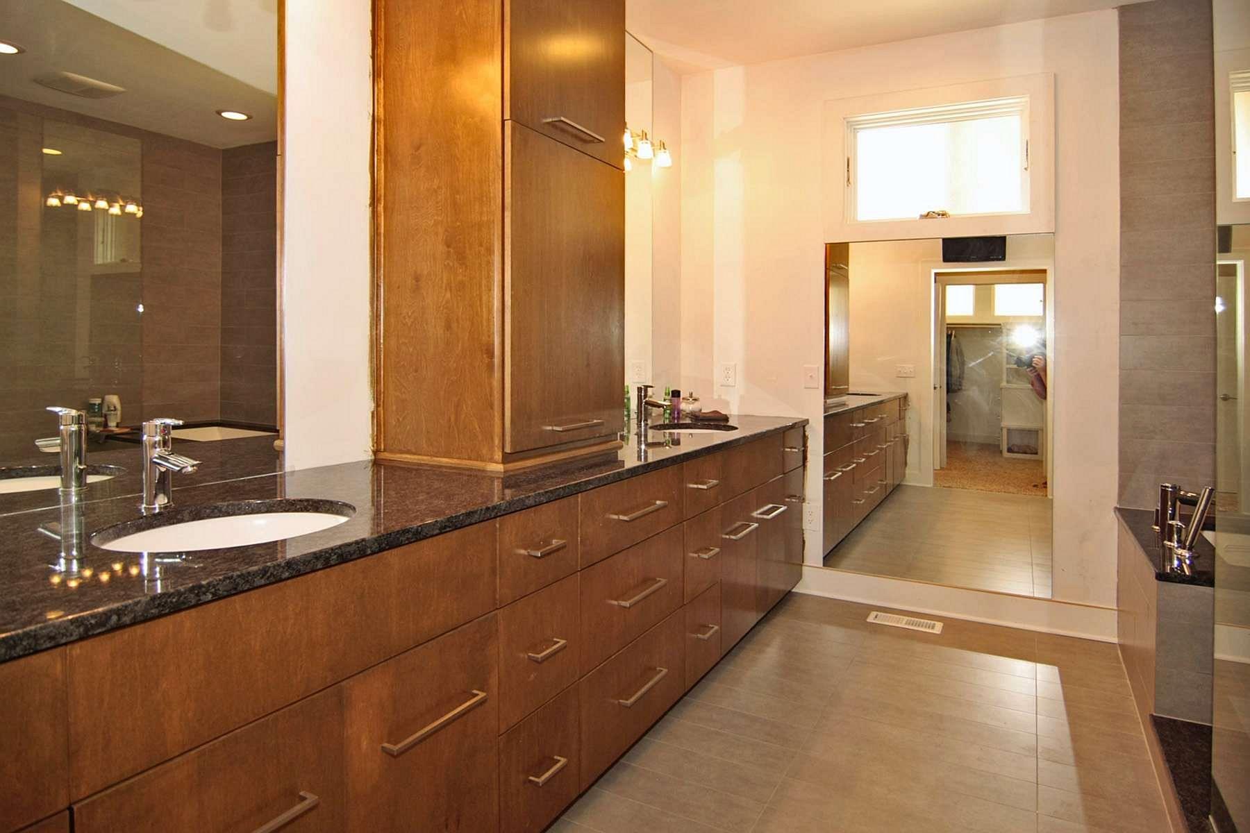20110713115738.s_Master_Bathroom.JPG.jpg