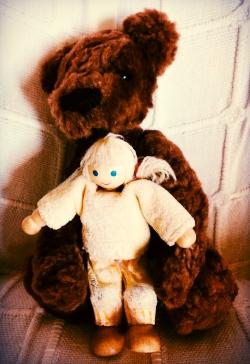 Tyttö ja tanssiva karhu.jpg