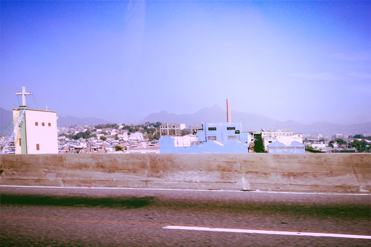 Passing by Complexo do Alemão  upon arriving at the airport.