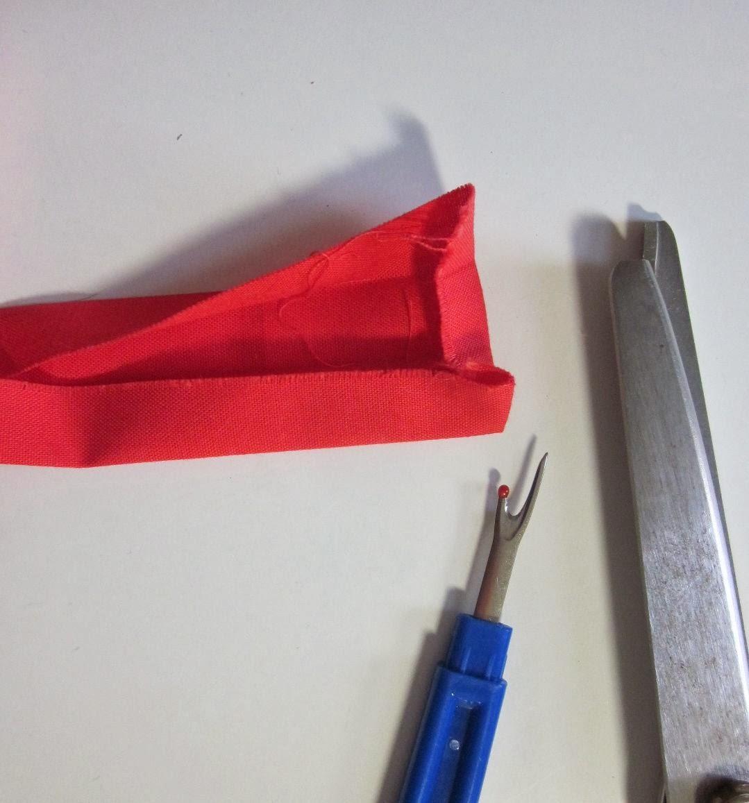 Quilt+Potholder+folding+under+binding.jpg