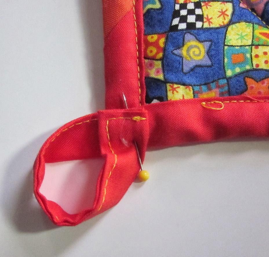 Quilt+potholder+sewing+loop+2.jpg