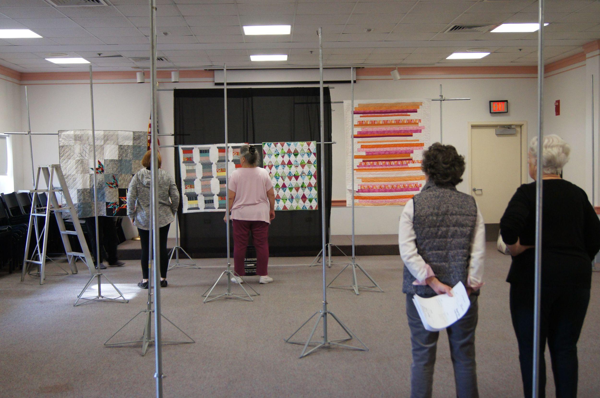 Hanging a quilt show 3.jpg