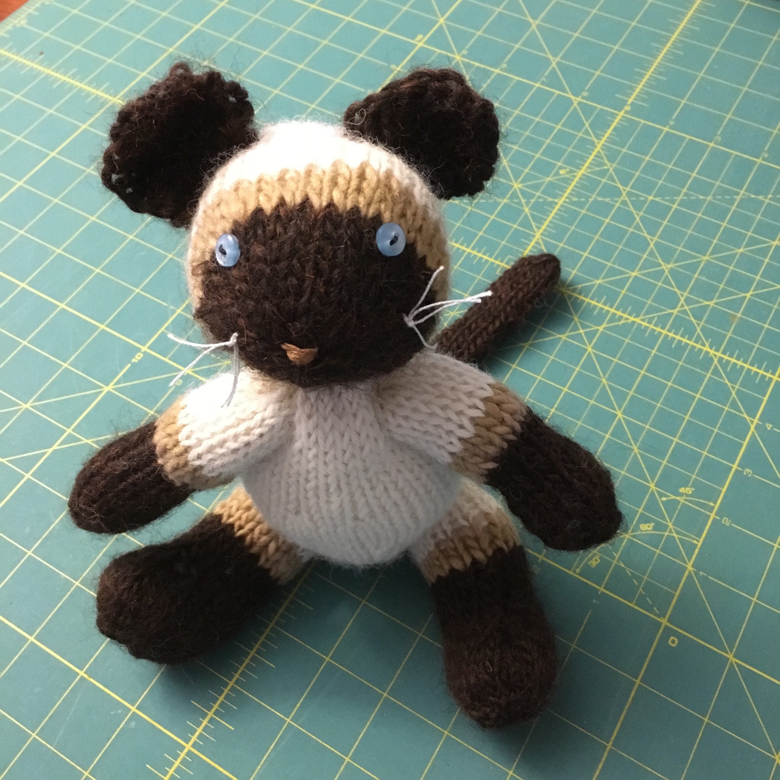 Fuzzy Mitten's Pattern for a Knit Siamese Cat