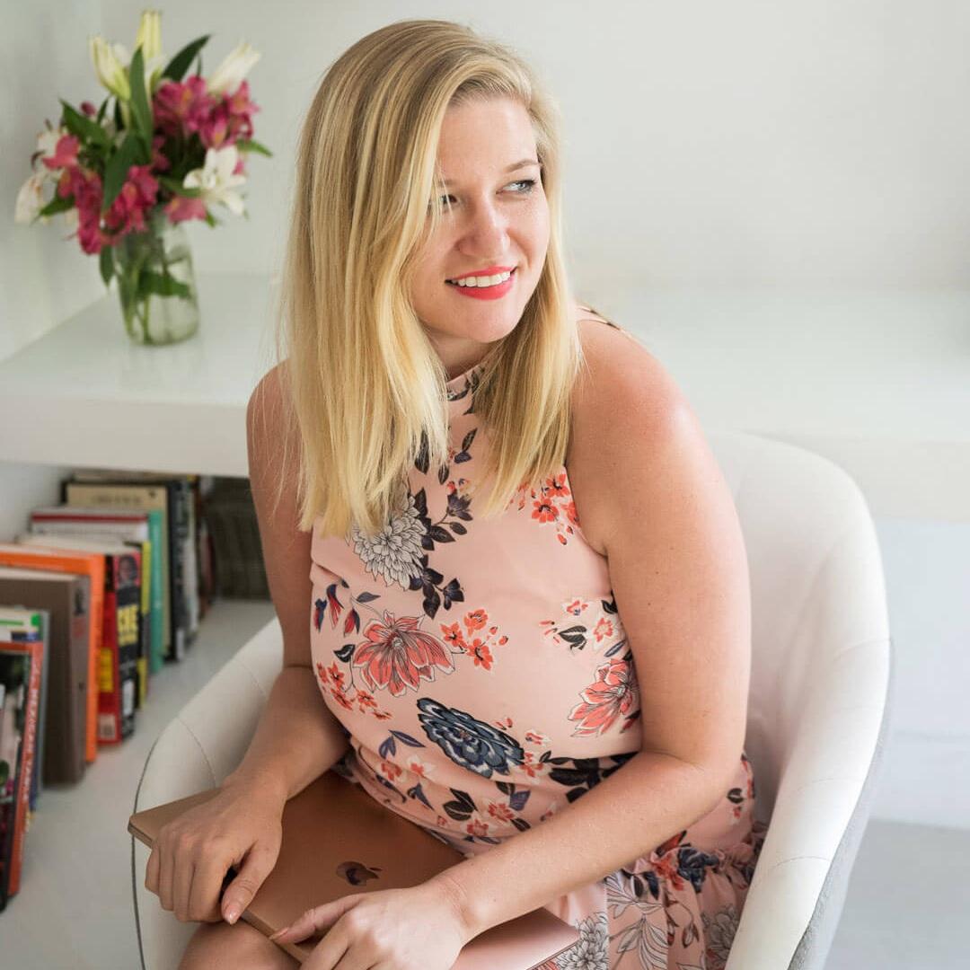 Lacey Mclaughlin  Copywriter + Storyteller   https://laceyelizabeth.com/    @thelaceyelizabeth
