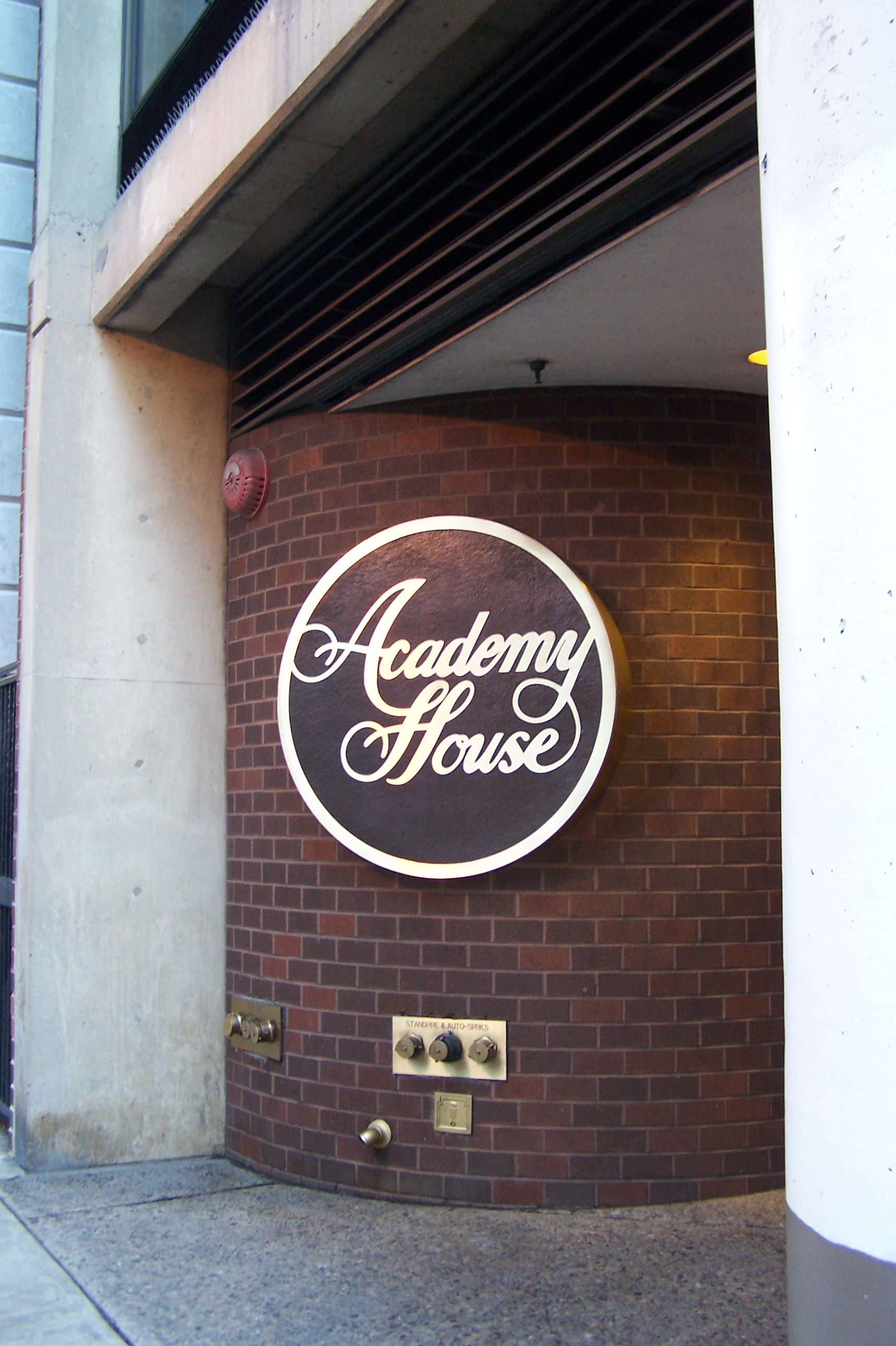 06-jrhutchjr-academyhouse-signage-15thst-05.JPG