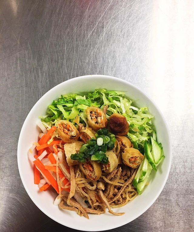 Food sounds really good right now...😍🍽 {vermicelli, shredded pork and pork skin, fried egg roll, pickled carrots and daikon, fresh cucumbers, leafy green lettuce, and sautéed scallions}