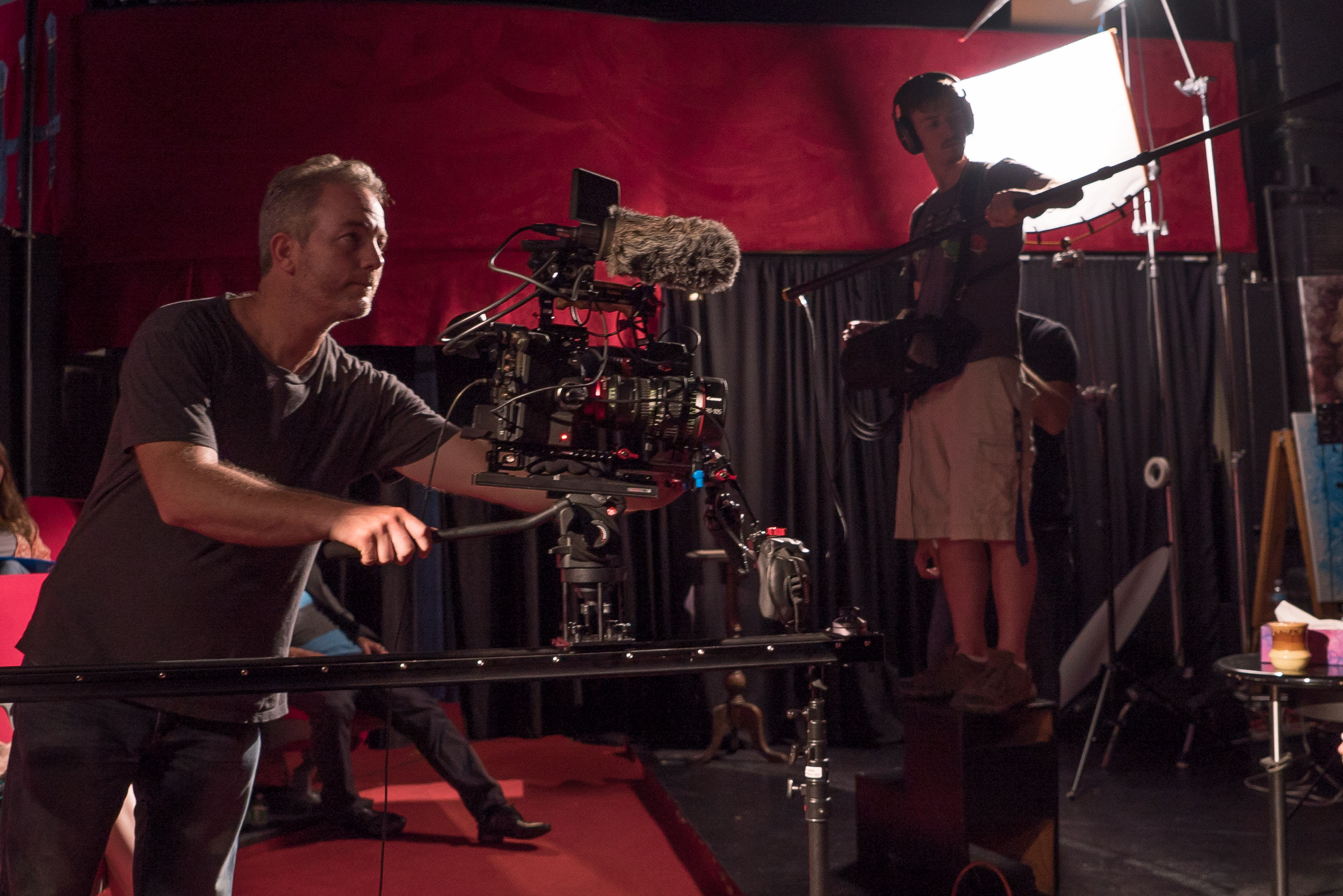 The universal baseplate makes mounting to tripods and slider very fast.