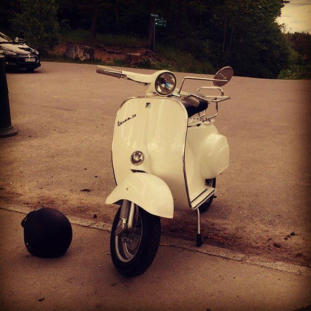 Out riding On my Vespa from 1965. Awsome! #vespa #vespagram #vespamania #vespa1965 #scooter #oslo #norway#bygdøy #ride#italy #vespaitaly #eddyskitchen