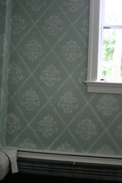 Close-up including seam with the actual wallpaper