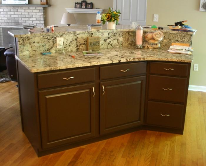 Bontrasting brown bar cabinets