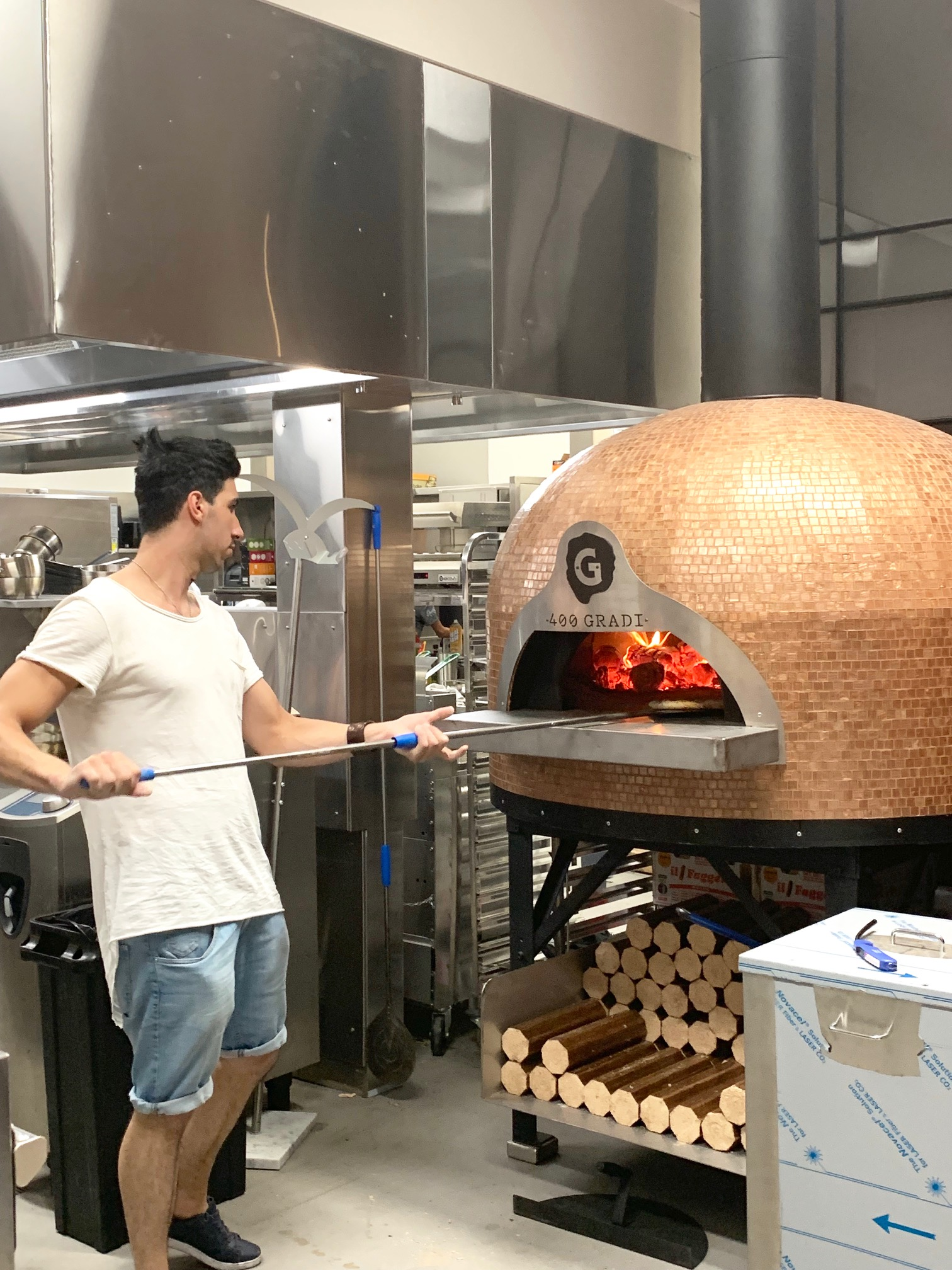 400 Gradi's wood fired pizza oven
