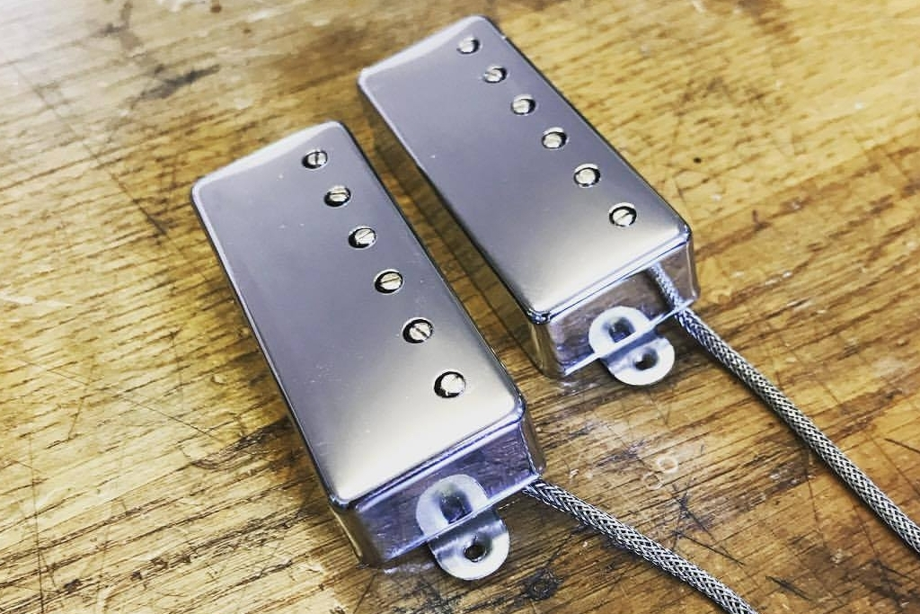 Sitting tonally somewhere between a humbucker and a singlecoil the Mini Humbuckers have a great attack and a real vintage sound to them. We love the bite that these pickups have.
