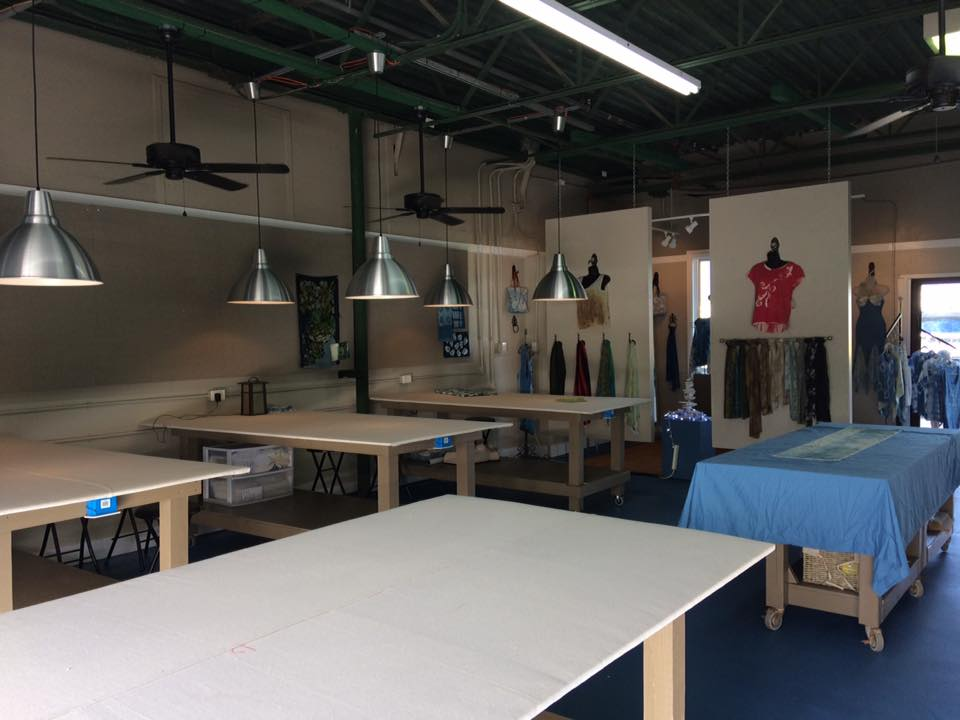 large padded work tables, task lighting and design wall in classroom space