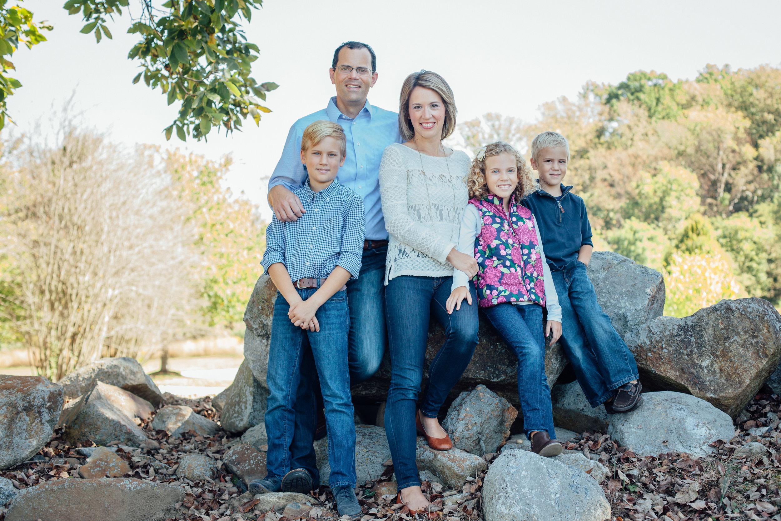 Nace Extended Family 17-6504.jpg