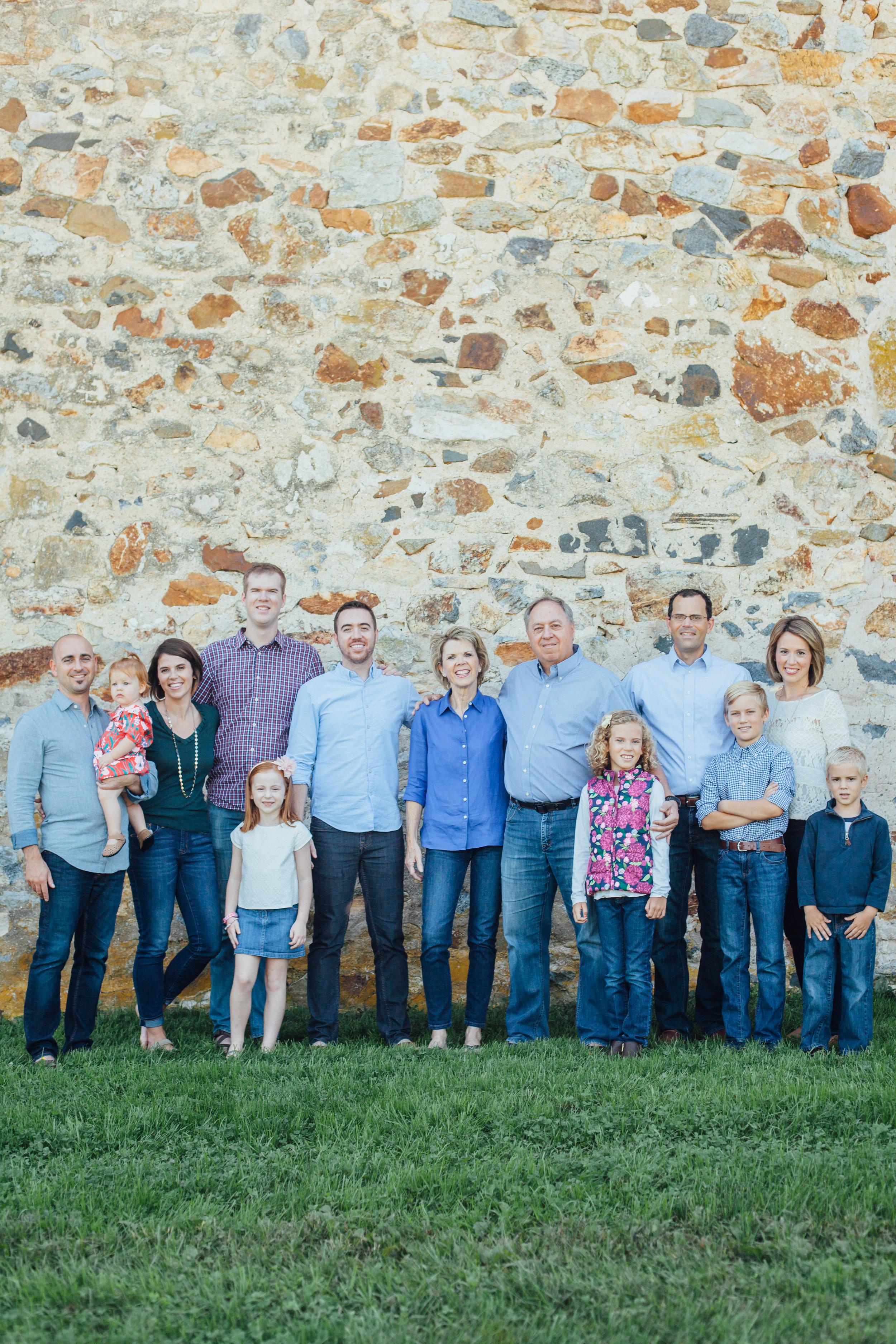 Nace Extended Family 17-6613.jpg