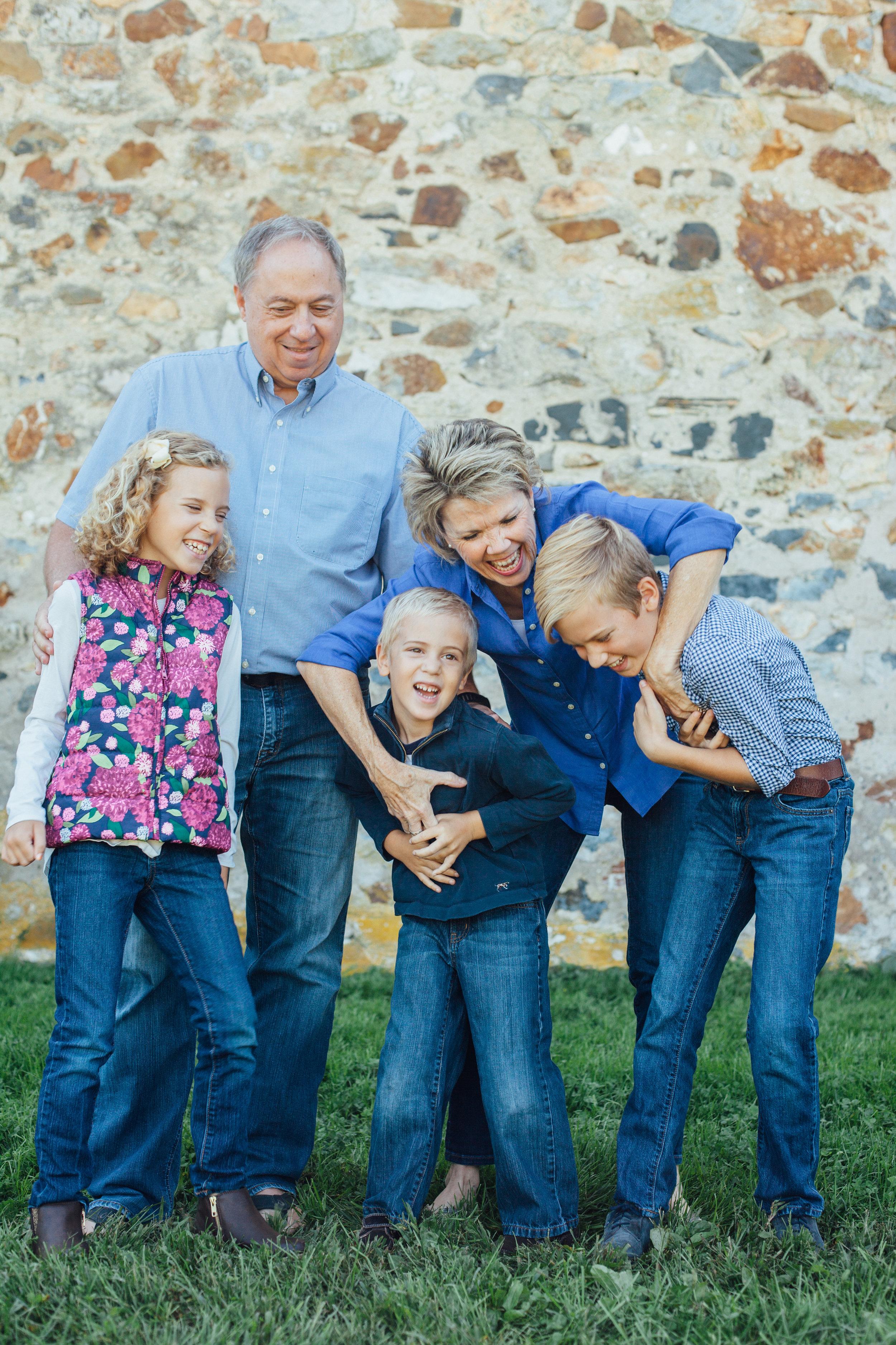 Nace Extended Family 17-6677.jpg