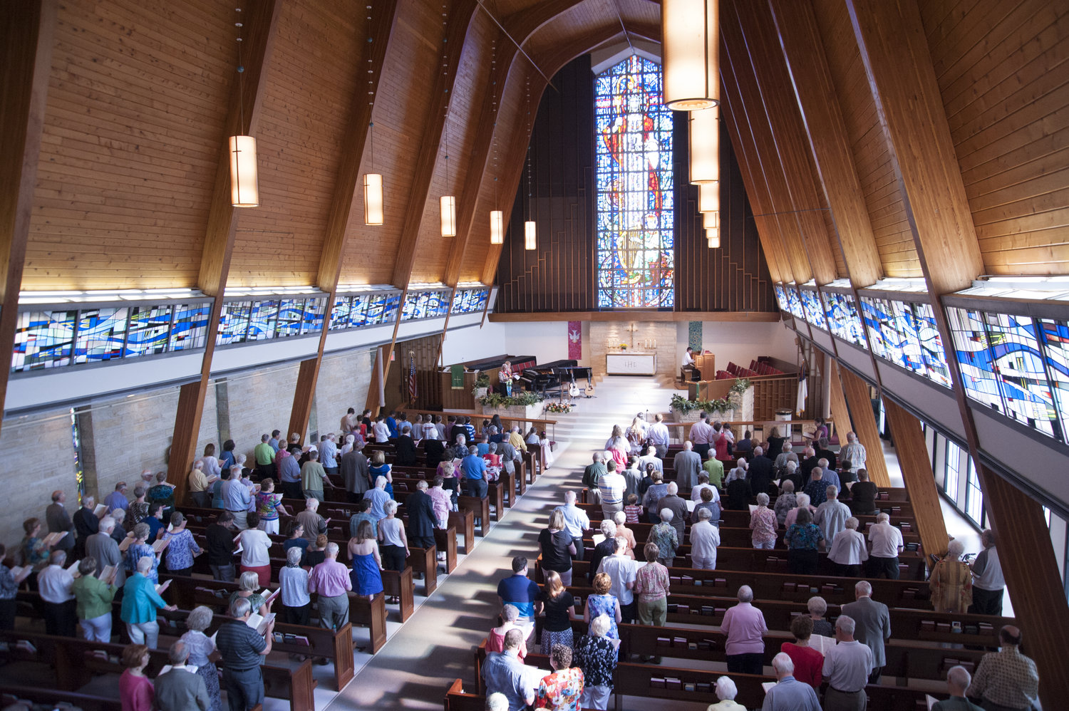 4.+Sunday+Traditions+Service+in+the+Sanctuary[1].jpg