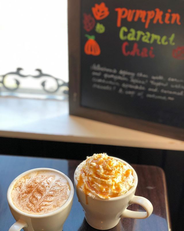 "🍂🍁it's that time of year🍁🍂 Come grab our ""autumn in a cup"" the Pumpkin Caramel Chai! Spicy chai with pumpkin spice and caramel topped with caramel drizzle and cinnamon sprinkle!  #coffee #coffeeshop #pumpkinspice #crepes #pghfood #pghfoodie #pgh #localbusiness #wunderbarcoffeeandcrepes#pghcoffee"
