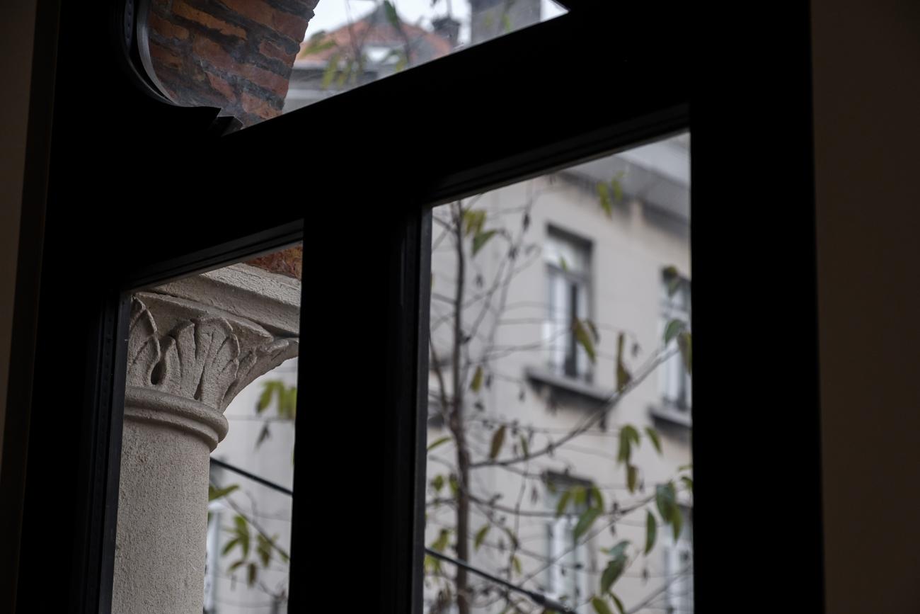 Solaiman 'Solo' Amensour specialiseerde hij zich in designverlichting en domotica. iso800 werd gevraagd om drie nieuwe appartementen op de Nationalestraat in Antwerpen te fotograferen.