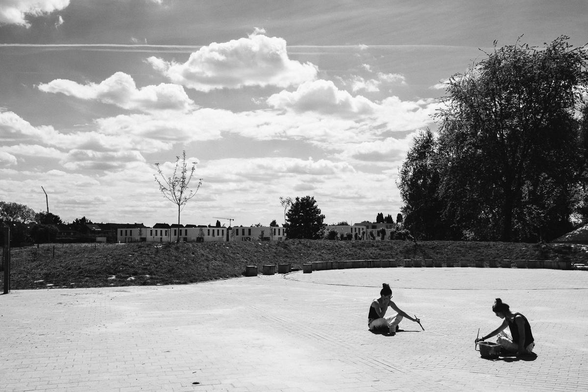 GREEN is een fotografisch priveproject van Jonathan Debeer (iso800) waarbij hij op zoek gaat naar inspirerende jonge bedrijven op het snijpunt tussen ecologie en technologie. De Steiner school in Lier biedt sinds enkele jaren een opleiding ecologisch bouwen aan.