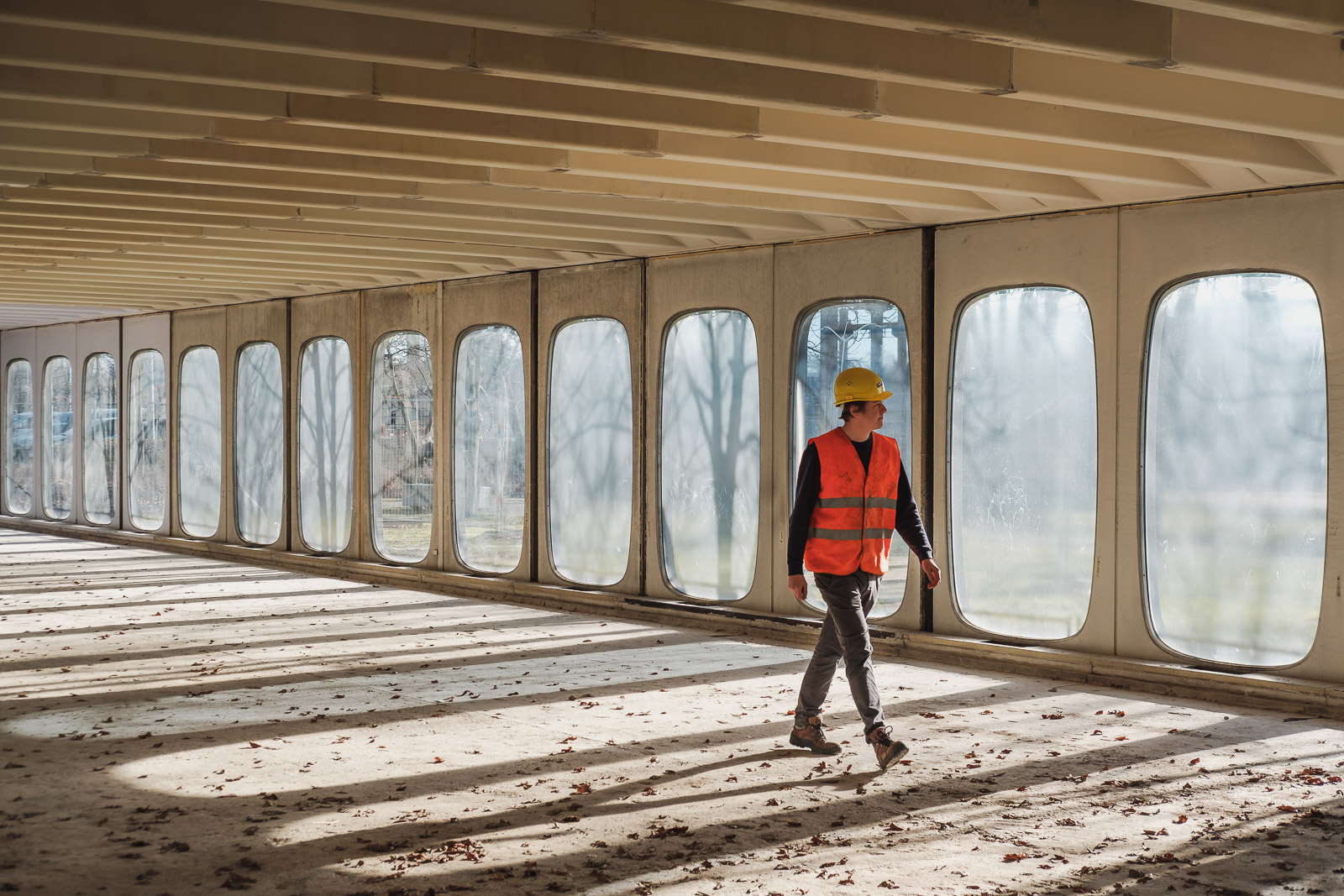 Lukas Aernout beton locatieportret sfeerbeeld licht profielfoto