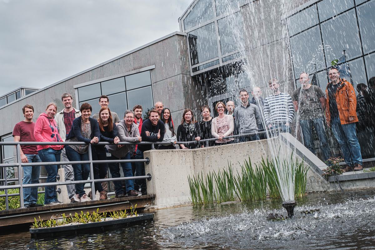 De Watergroep is het grootste drinkwaterbedrijf in Vlaanderen. Meer dan 1.500 medewerkers zijn dagelijks in de weer om via een netwerk van 34.000 kilometer leidingen water te leveren aan 177 gemeenten gespreid over West- en Oost-Vlaanderen, Vlaams-Brabant en Limburg. Iso800 is de trotse vaste fotograaf van de watergroep.