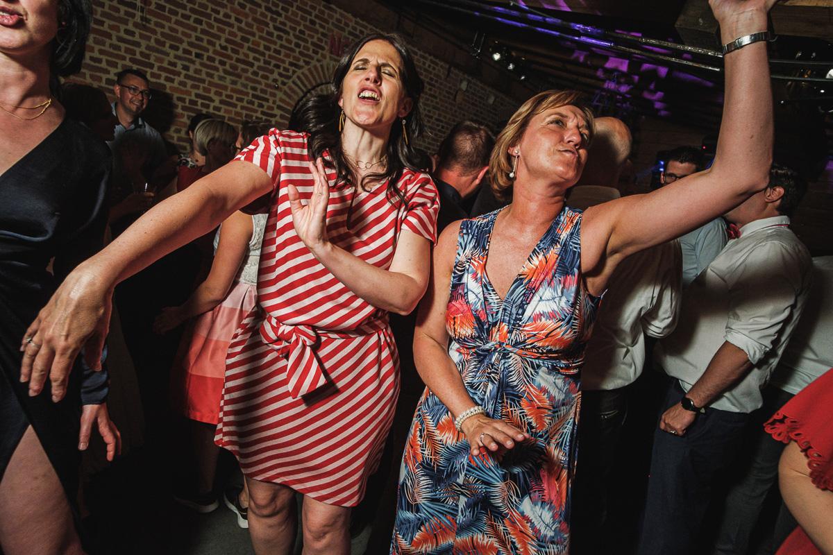 """Elk weekend zien wij """"weekendhelden"""": de dapperen die als eerste de dansvloer onveilig maken. Onze ode aan de helden van dit weekend. www.iso800.Be"""