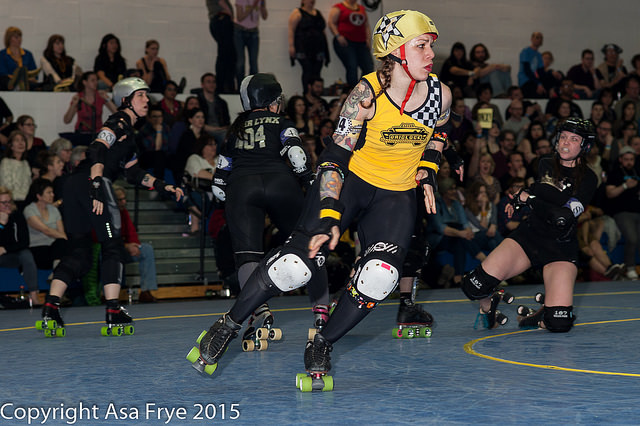 Bronx jammer Massacre Marie leaves a trail of blockers behind her on her way to winning MVP. Photo by Asa Frye