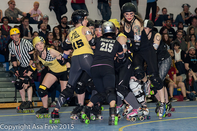 Although both teams had a mix of veteran and new skaters, the Queens of Pain flew past the Bronx Gridlock on the scoreboard. Photo by Asa Frye.