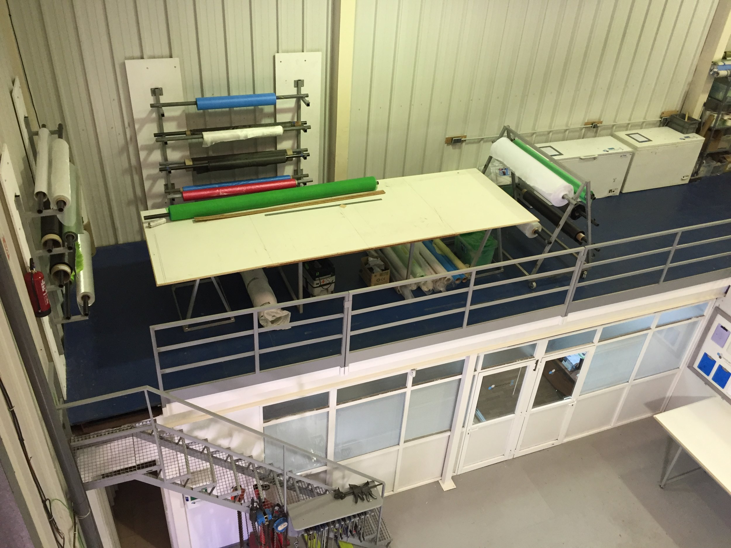 Cloth / consumable cutting table, offices below