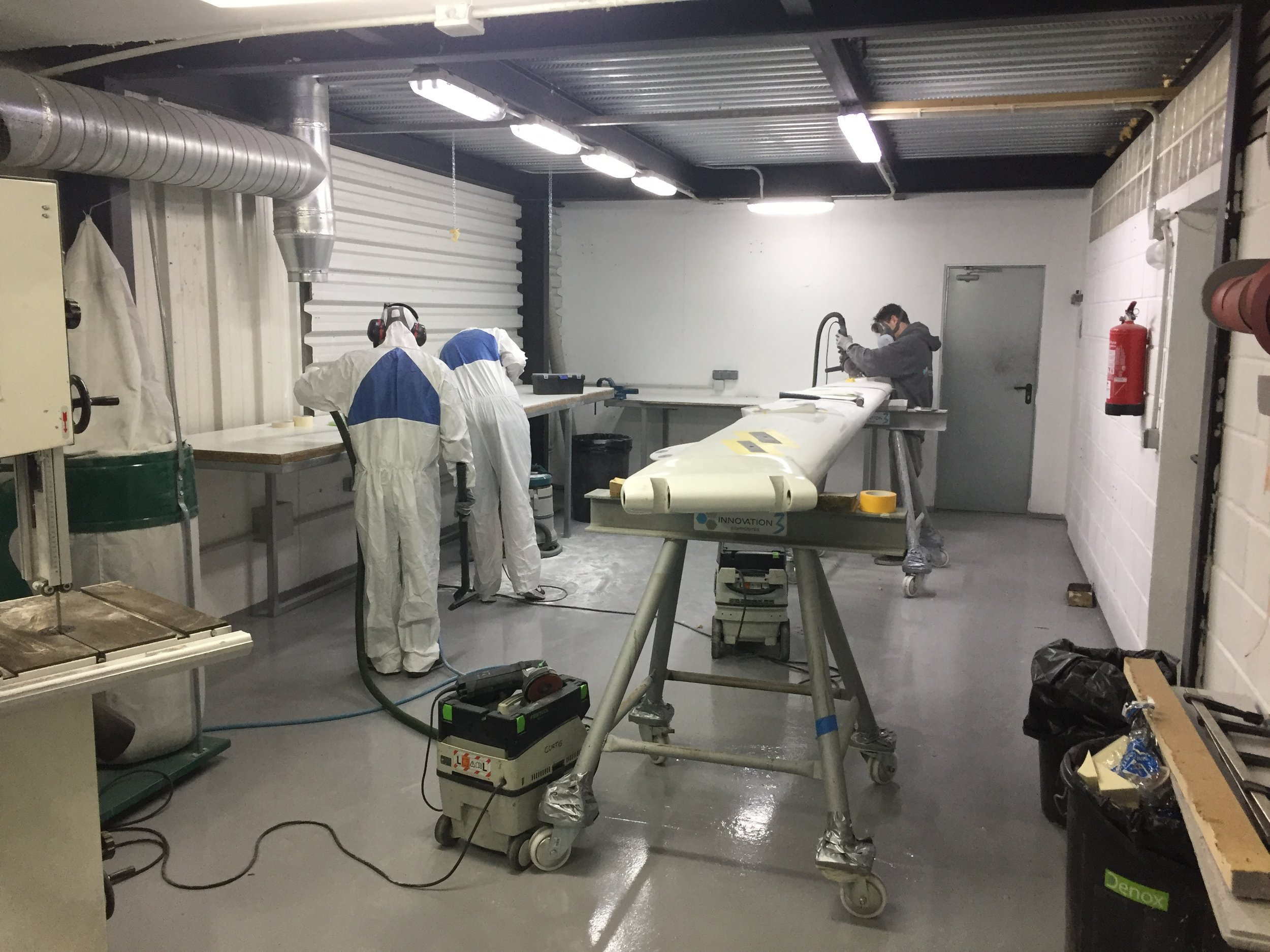 Fully extracted grinding bay/ trim shop for all cutting/grinding/sanding