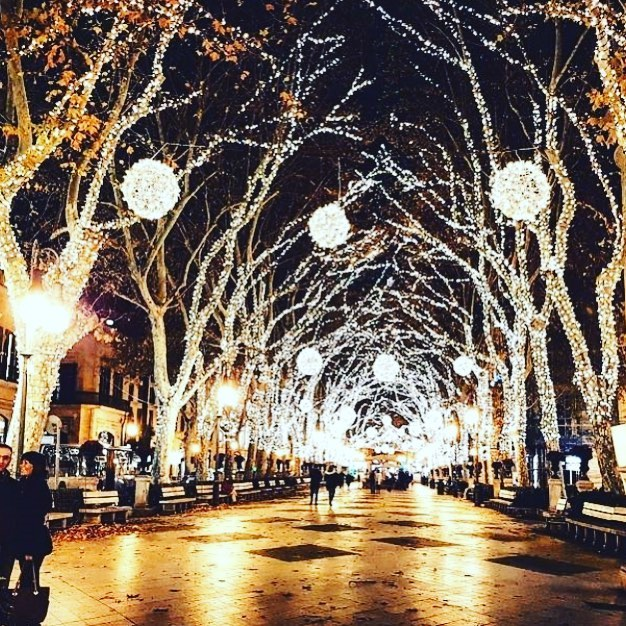 The Christmas lights in Our local town of Palma de Mallorca never get boring! No matter how many times you have seen them they still look amazing!! Holidays around the corner but a very busy winter refit period ahead ! Have a great weekend / Bon fin de semana!!!😎🥂😀🌞🌎🏄🏻‍♂️🏂🚴‍♀️🛥⚓️⛵️