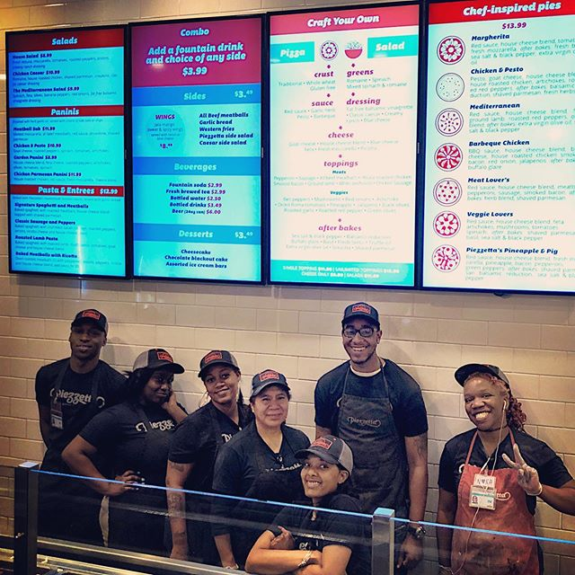 Come by our @horseshoebmore location to let these smiling faces make the perfect pie for you. ❤️ our crew!  #employeeappreciation #pizza #mypie #piezzetta