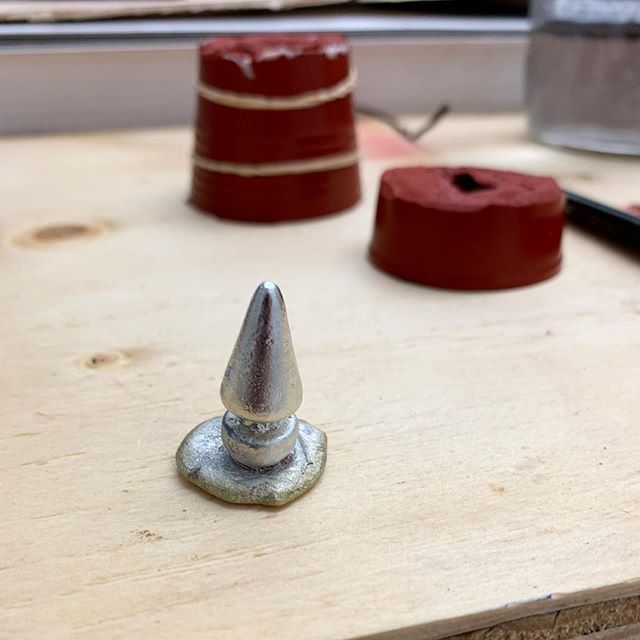 Casting a few little pewter babies for some upcoming pieces. Ive never had the opportunity to work with cast metal so it's pretty exciting. Also turning these into pendants and charms. 12 total if all goes well. . #art #contemporaryart #sculpture #pendant #jewelry #boardgamepieces #boardgames #gayjewelry #gay #gayart #gayartist #lgbtq #pewter #metalcasting #moldmaking #tomoffinlandfoundation #game #monopoly