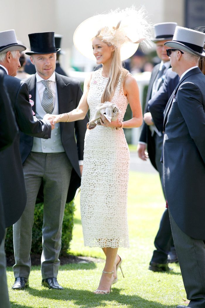 b7a924b1eb2fcc5995e7812535ce65b2--ascot-outfits-burberry-dress.jpg