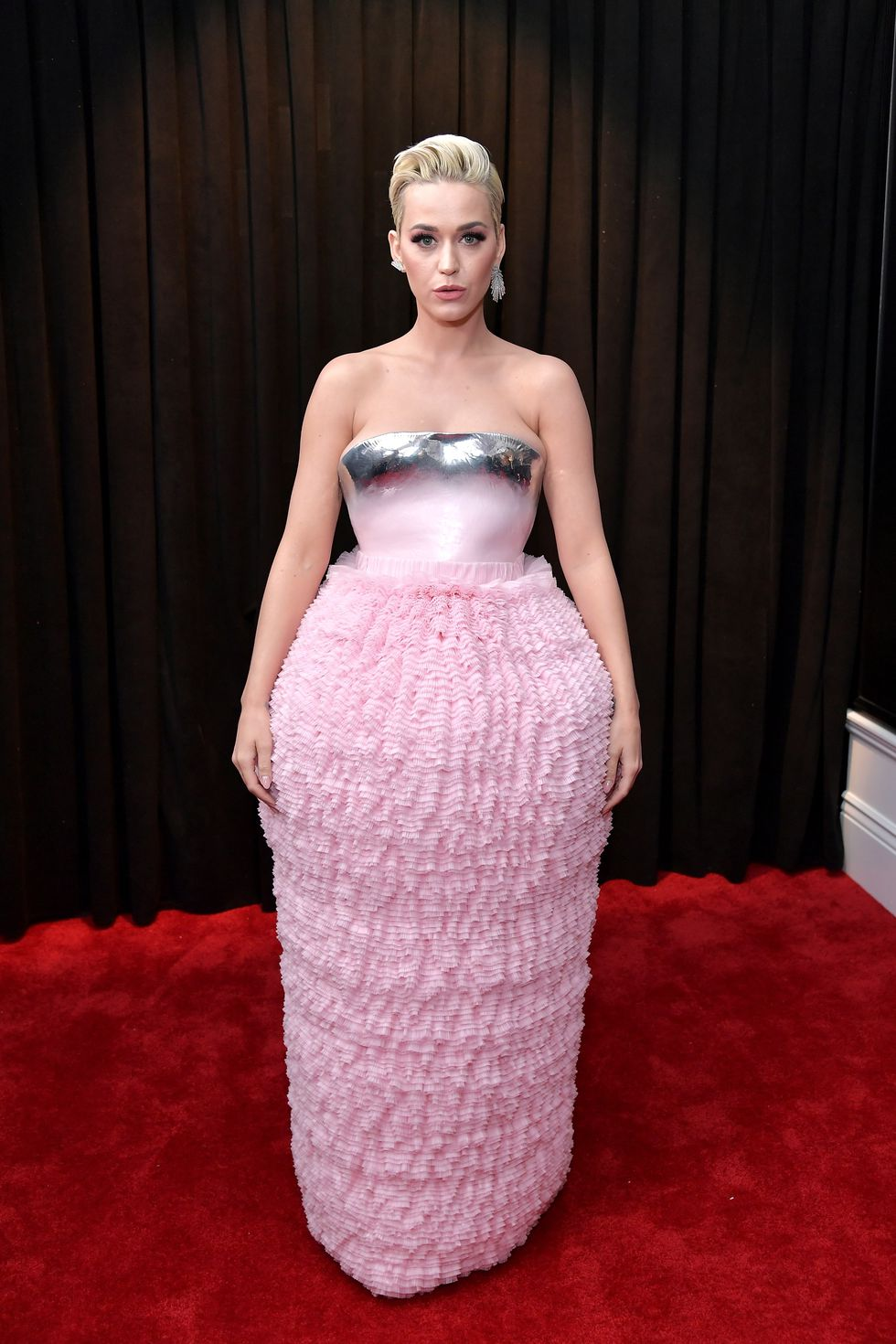 Not feeling this look on Katy.  Designer: not sure, too lazy to look.