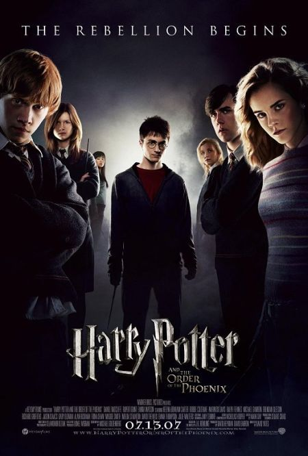 With their warning about Lord Voldemort's return scoffed at, Harry and Dumbledore are targeted by the Wizard authorities as an authoritarian bureaucrat slowly seizes power at Hogwarts.