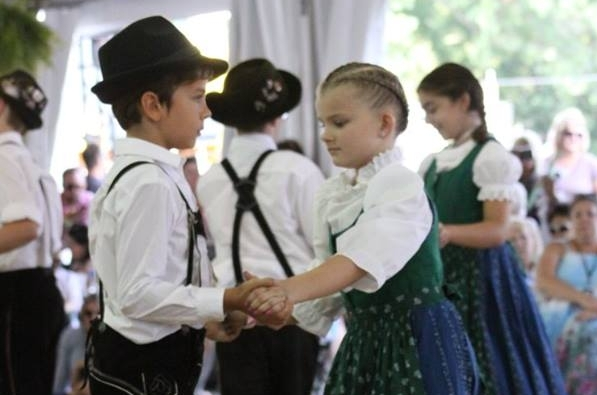 Kindergruppe - Our Kindergruppe, or Children's Group, is made up of young dancers ages 2-16. They learn and perform a variety of folk dances, as well as some of the adult level plattling. Once a dancer reaches the age of 16, they