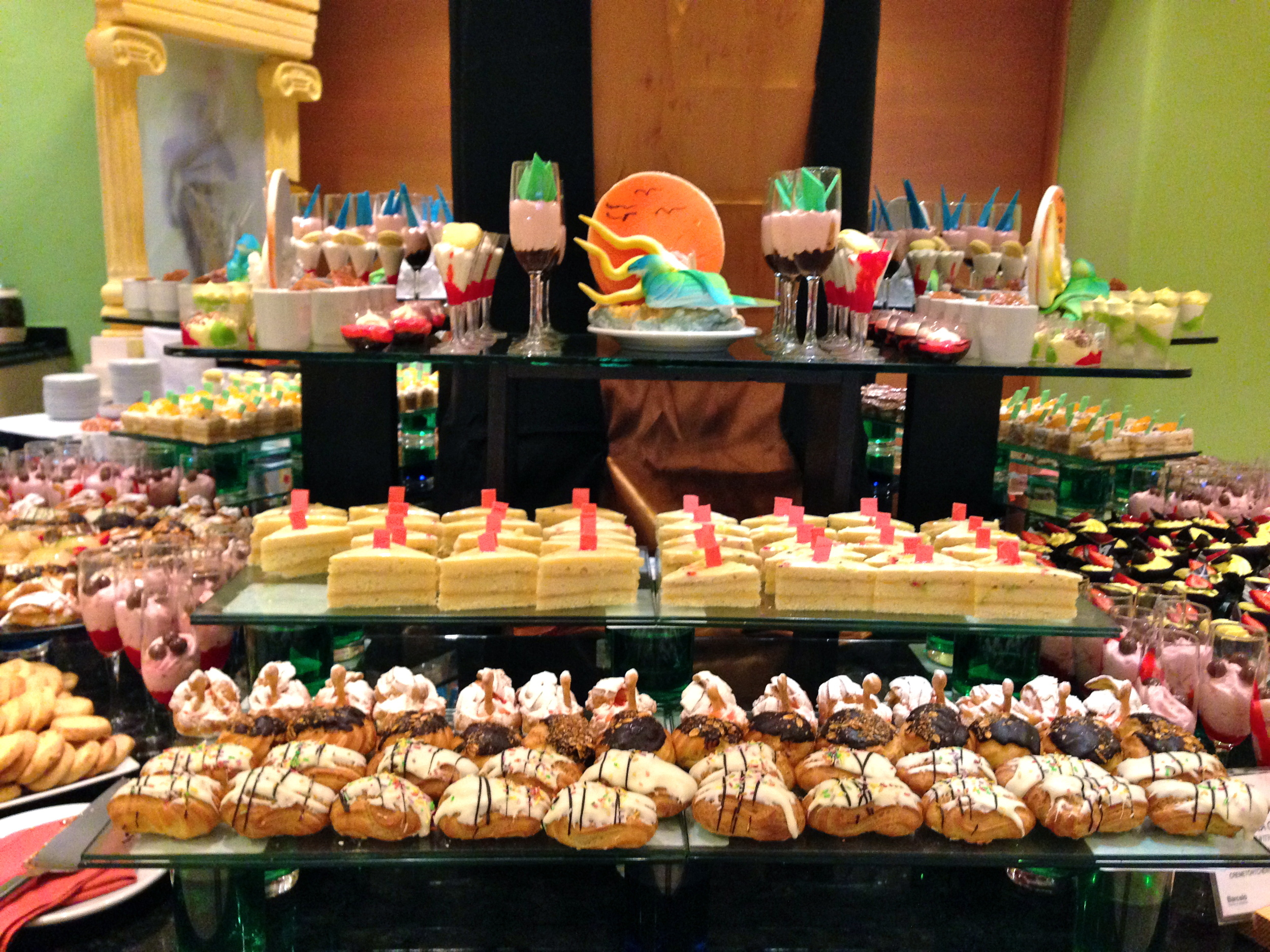 umm, DUHH I had to capture the wonder of this dessert table.