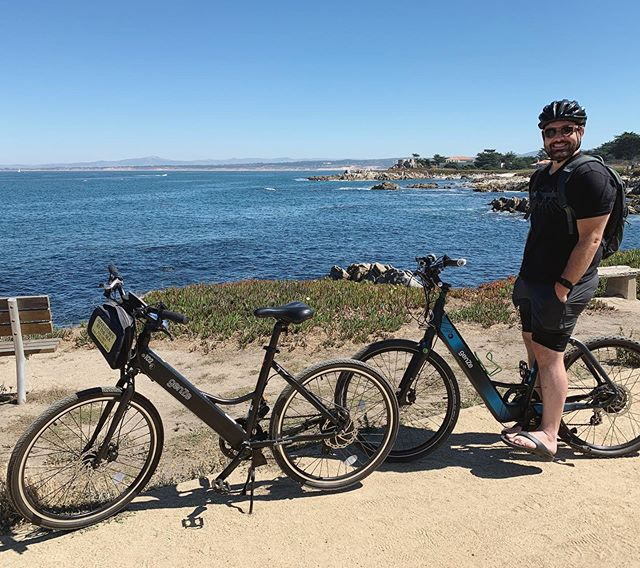 If you're going to ride a bike for the first time in 20+ years (me, not Tim, haha), no better place to do it than the Monterey coastline... and on an ebike 😆🚲🚲 . . . #montereybay #cycling #ebike #pebblebeach #monterey #bikeseatshurt #17miledrive