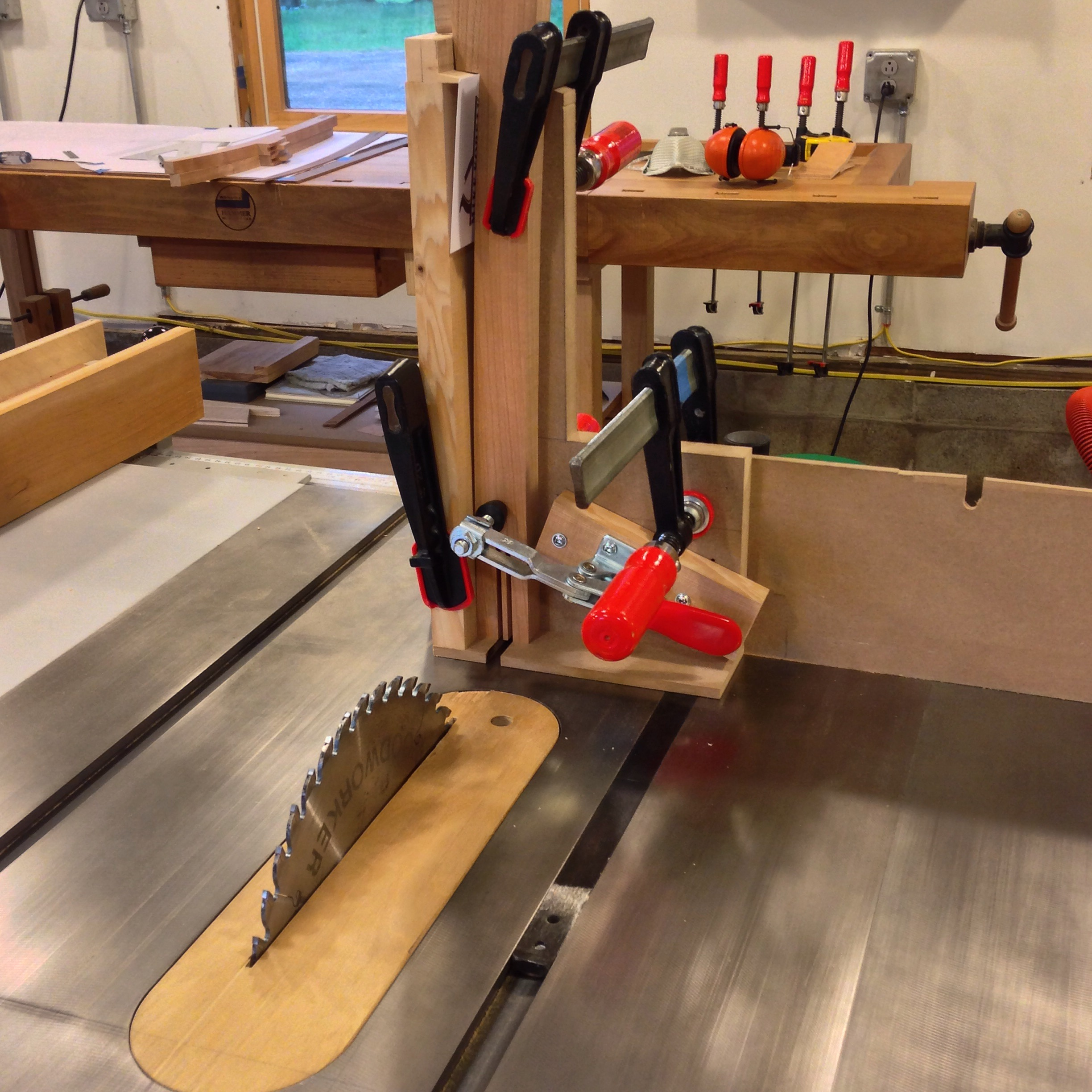Joining Table Legs To A Round Apron