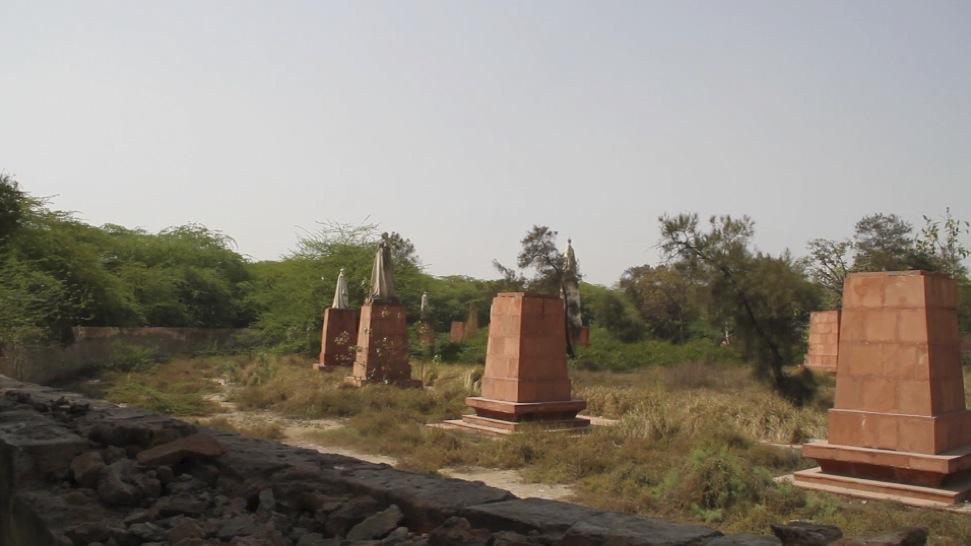 Clips 3-14-10 Crntn Prk Statue Wall 2 (no wav).jpg