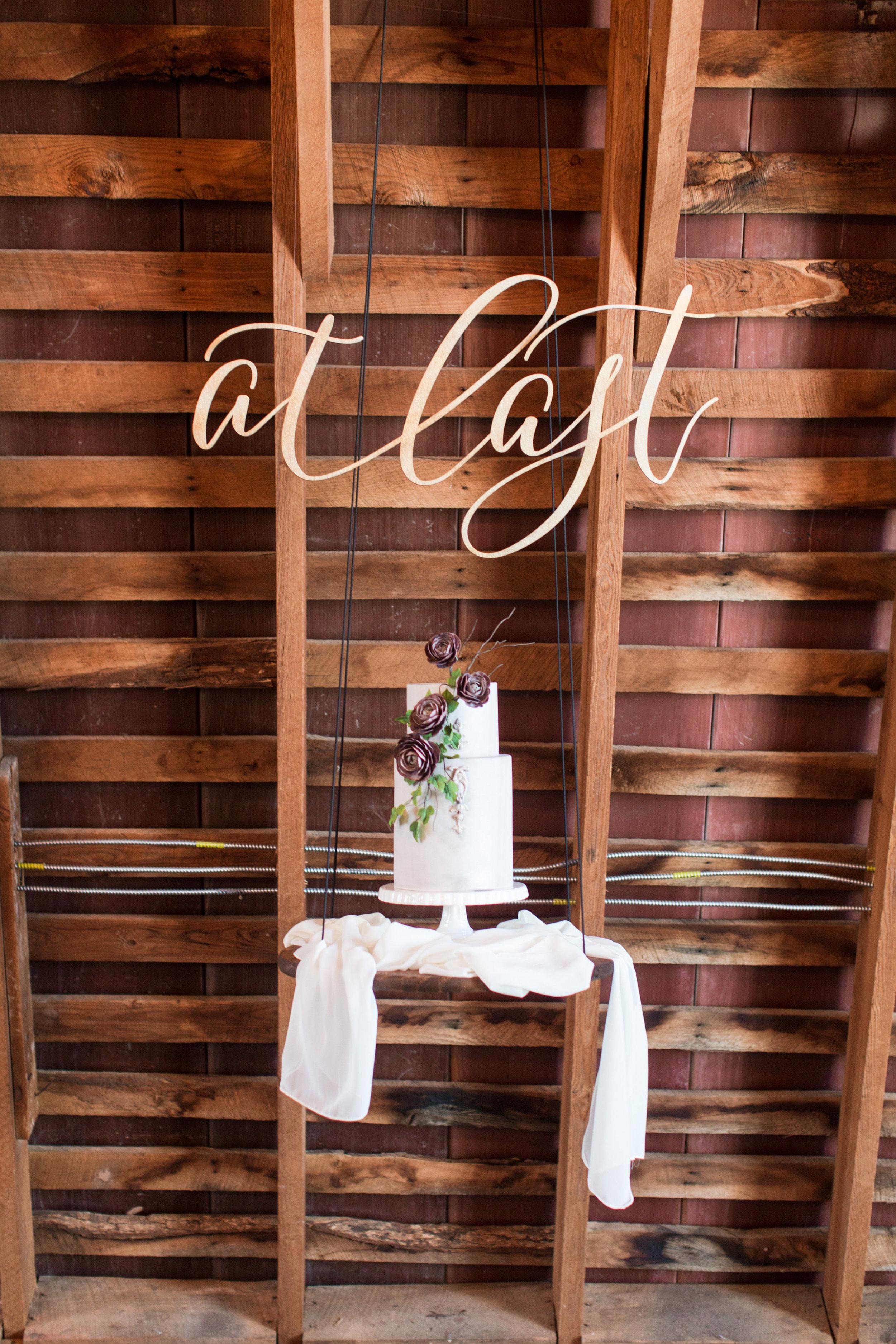 Floating wedding cake display