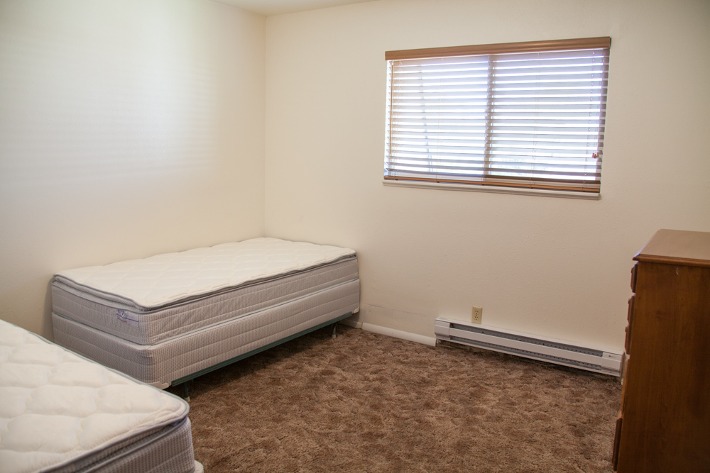 Bedroom - 2 twin beds and 2 dressers provided