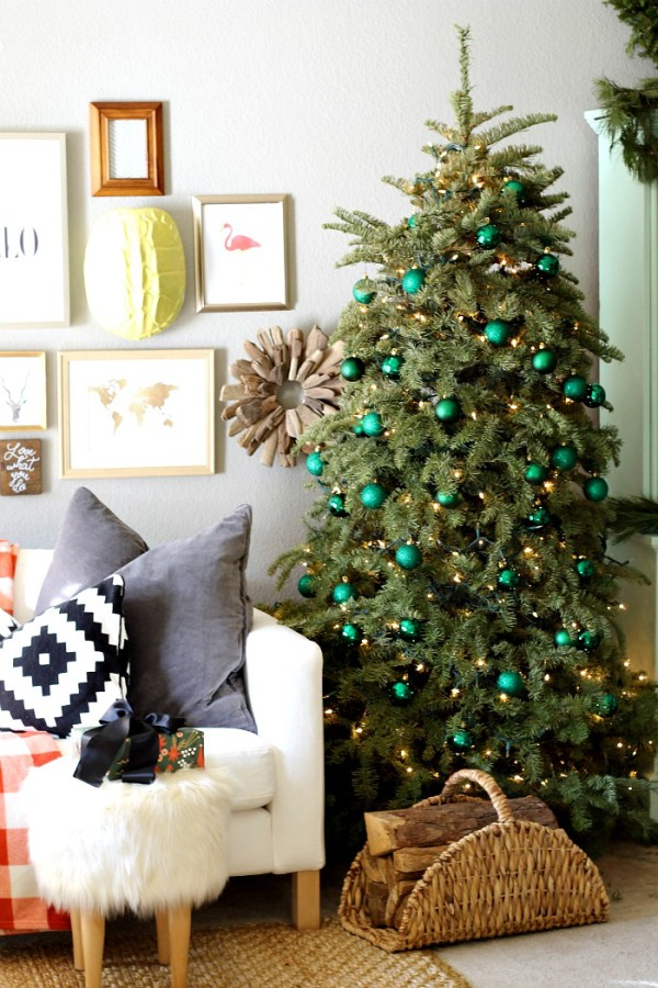 Minimal Emerald Green Christmas Tree {Christmas Tree Inspiration Roundup} - Stevie Storck Design Co.