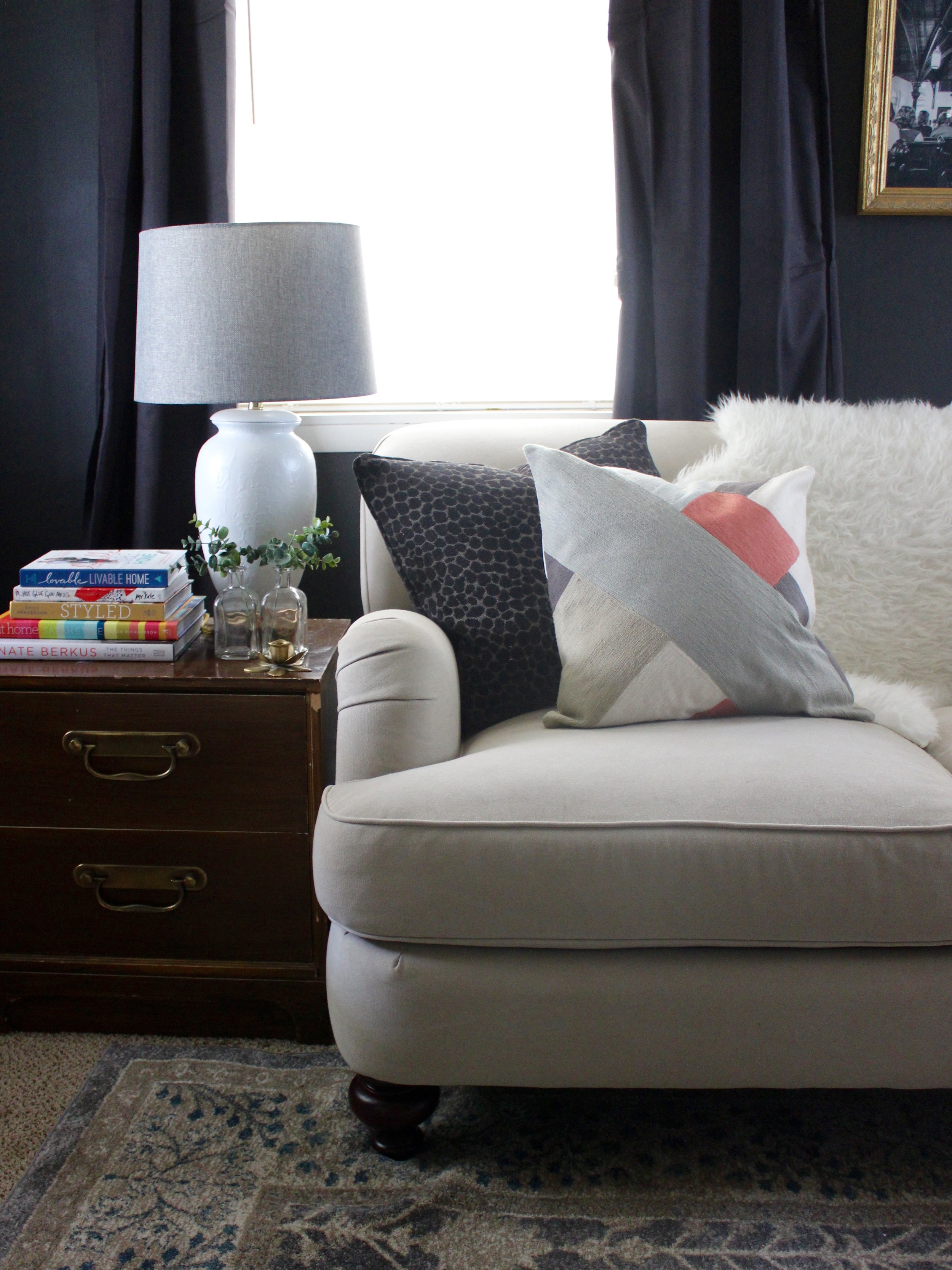 5 Money & Time Saving Things To Do BEFORE Buying New Living Room Furniture - This post plus more #debtfreedecorating tips from Stevie Storck Design Co.