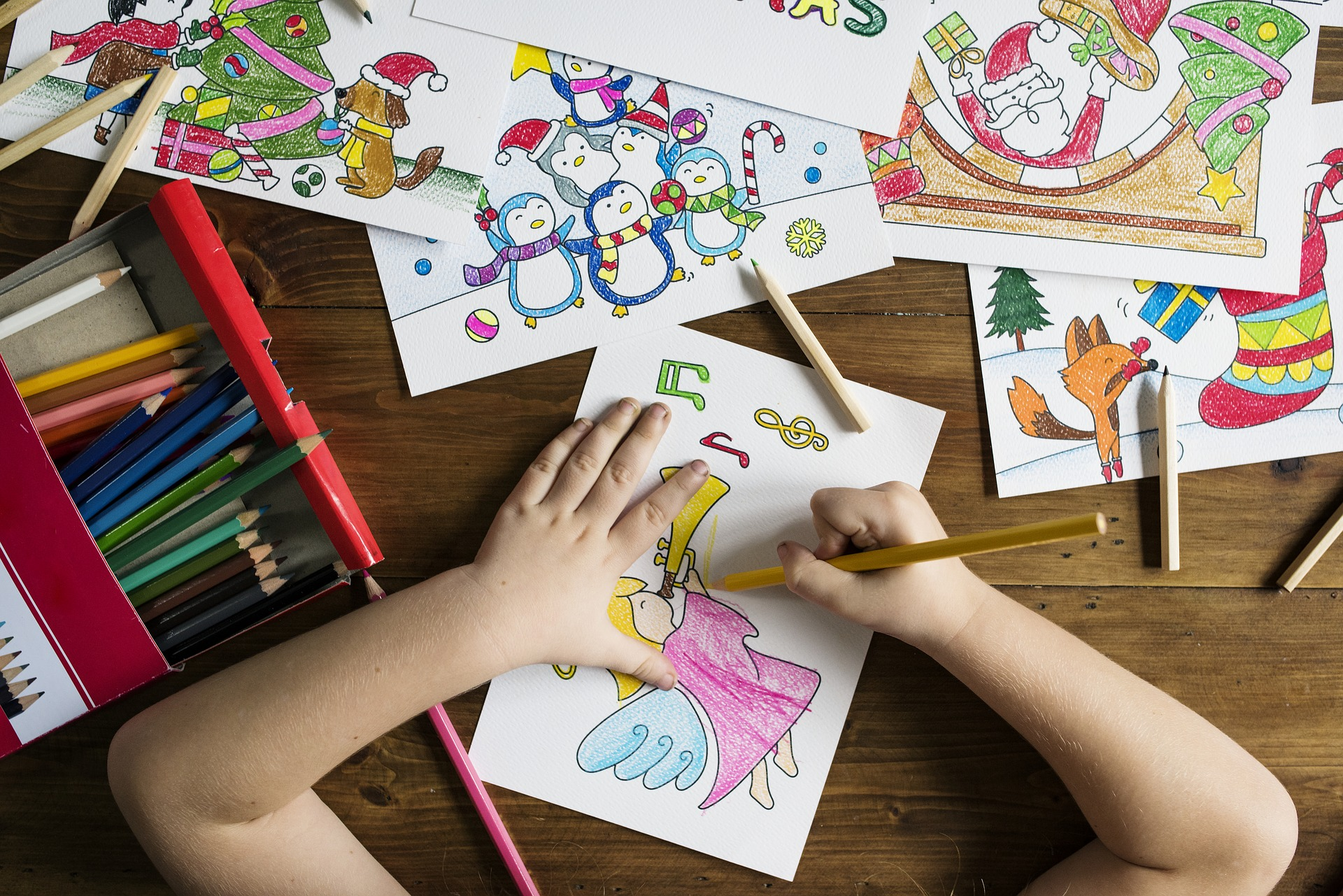 a child drawing and coloring.