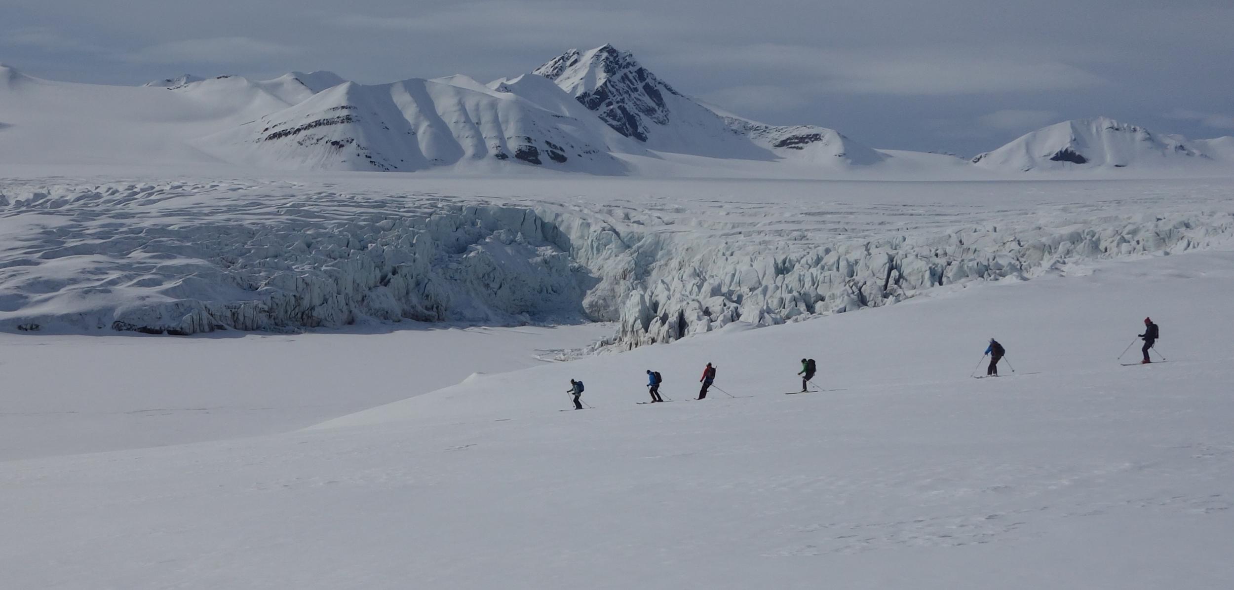 Nino skiing seracs background.PNG